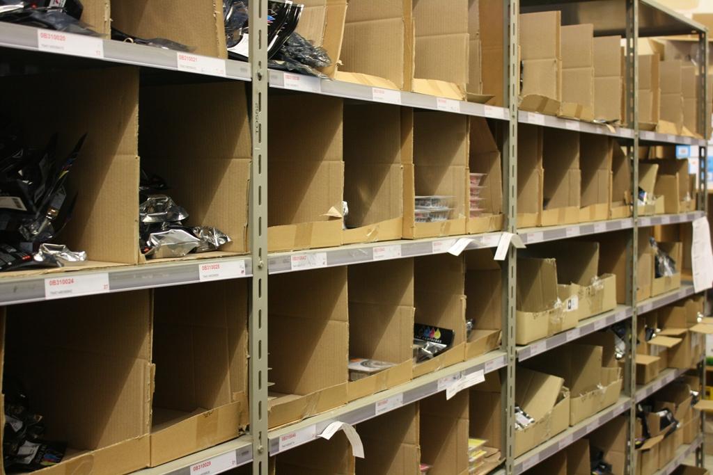 Druckerpatronen vom Tintenmarkt im Lagerblock neutralverpackt